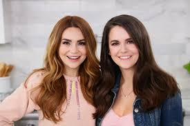 Rosanna Pansino with her sister