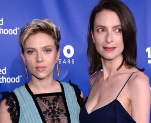 Scarlett Johansson with her sister Vanessa