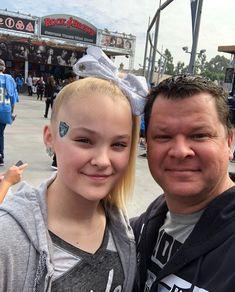 JoJo Siwa with her father