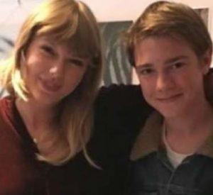 Joe Alwyn with his mother
