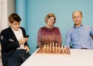 Magnus Carlsen with his parents