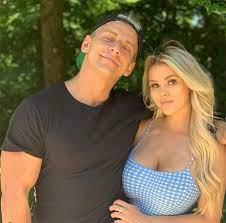 Kinsey Wolanski with her boyfriend