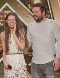 Courtney Hadwin with her father