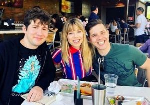 Jennette McCurdy with her Brothers