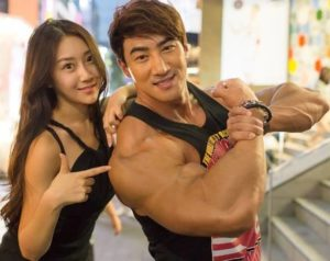 Hwang Chul with his wife
