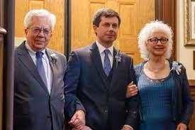Pete Buttigieg with his parents