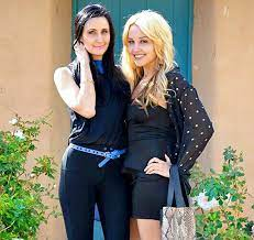 Amanda Bynes with her sister