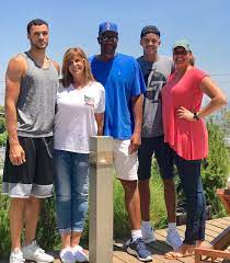 Larry Nance Jr. with his family