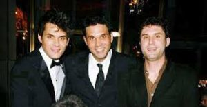 John Mayer with his brothers