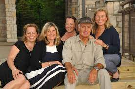 Jack Hanna with his wife & daughters