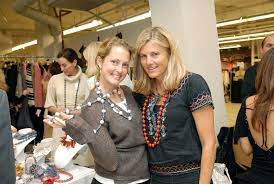 Ali Wentworth with her sister