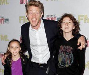 Jason Nash with his children