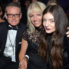 Lorde with her parents