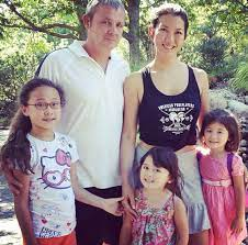 Jeanette Lee with her ex-husband & daughters